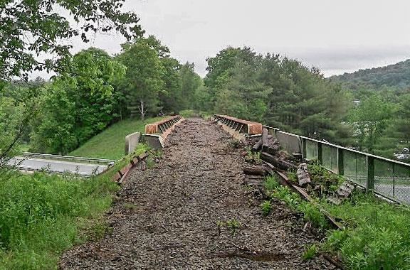 Photo of bridge crossing Highway I89.