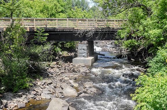 Photo of bridge crossing the Mascoma River.